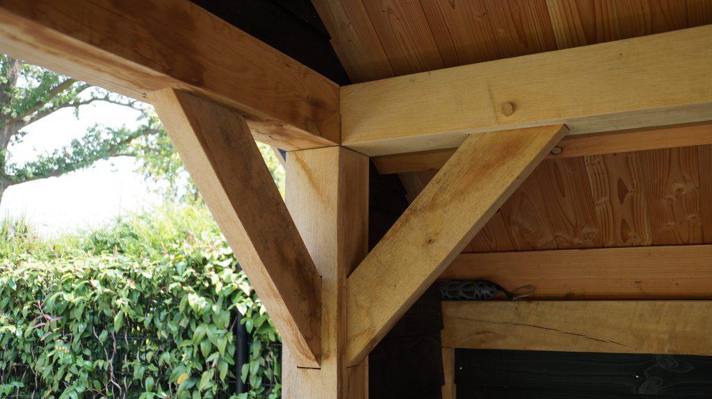 Houten-kapschuur-met-veranda-1-1024x575 - Eiken kapschuur met veranda.
