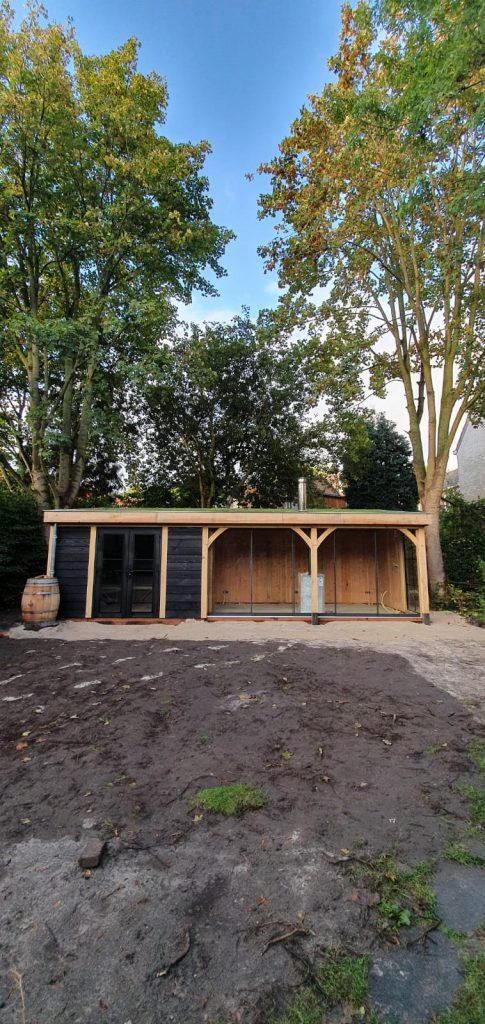 houten-tuinhuis-met-veranda-groendak-2-485x1024 - Tuinhuis met veranda groendak