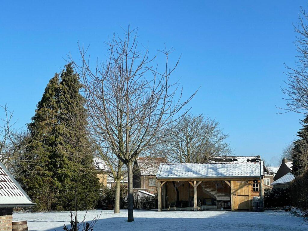 Houten-tuinhuis-met-veranda-winters-1024x768 - Winterse sfeerbeelden 2