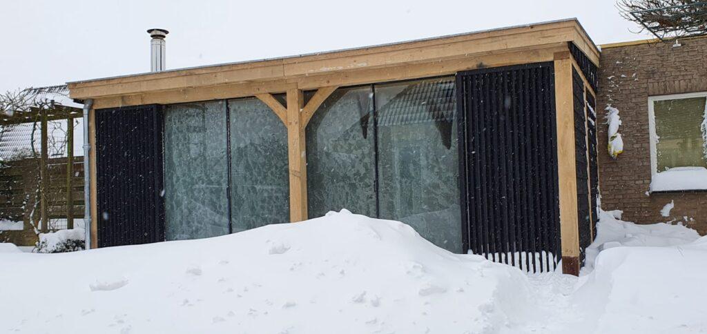 Houten-tuinkamer-winters-2-1024x484 - Aangebouwde tuinkamer