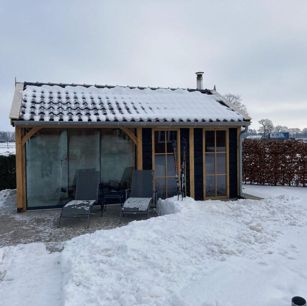 Houten-verblijf-met-tuinkamer-1024x1021 - Winterse sfeerbeelden 3