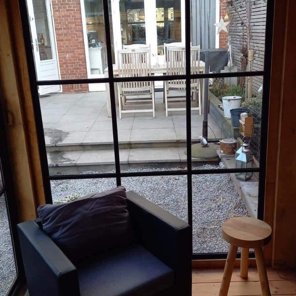 Hoekmodel-terrasoverkapping-1-1024x1024 - Stijlvolle garage met tuinkamer.