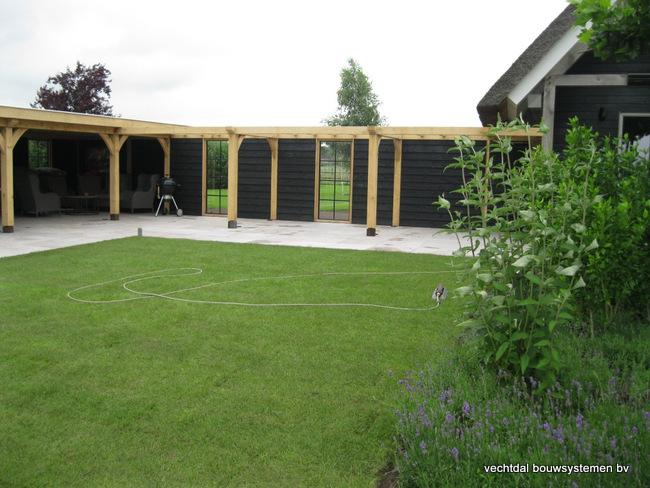 Eiken-poolhouse-met-pergola-2 - Houten terrasoverkapping