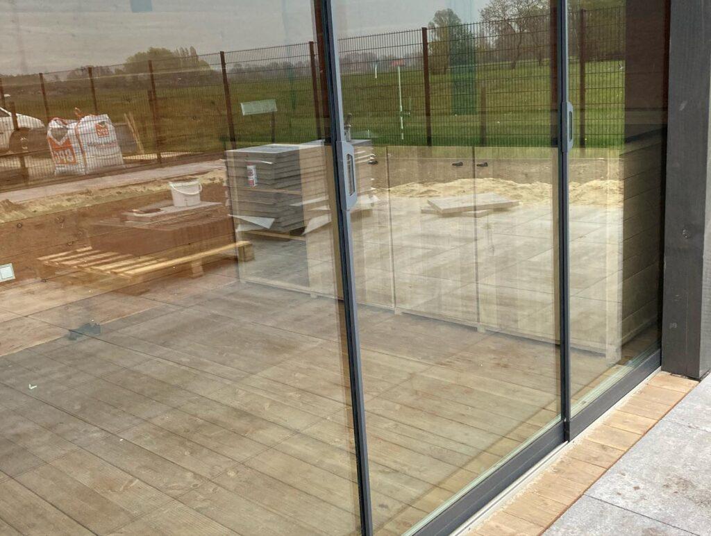 Houten-tuinhuis-met-overkapping-2-1024x772 - Houten tuinhuis met overkapping