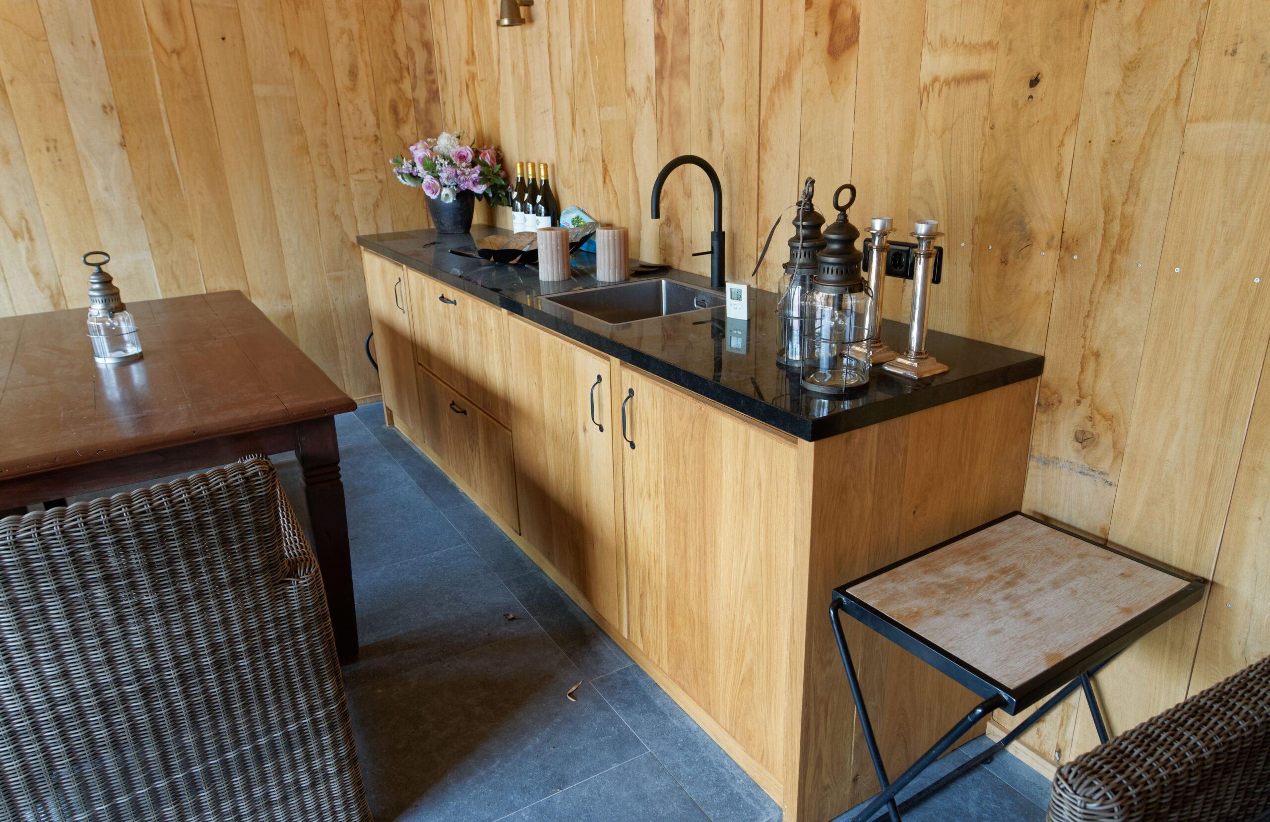 Eiken-bijgebouw-10-scaled - Project Laren: Houten schuur met sauna en tuinkamer