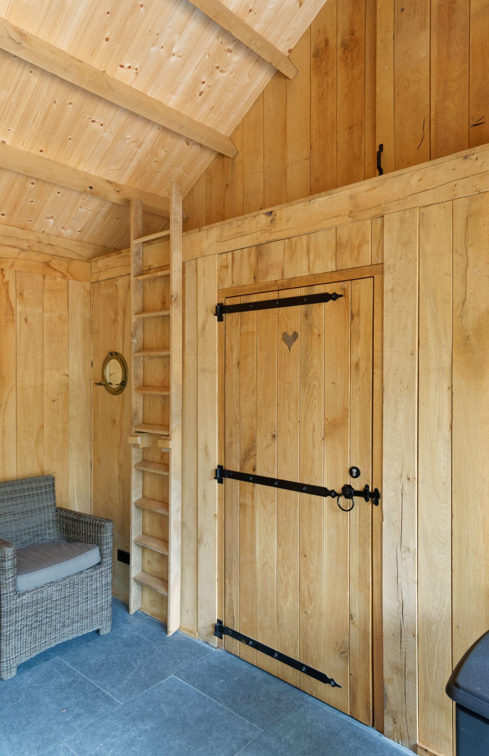 Eiken-bijgebouw-13-scaled - Project Laren: Houten schuur met sauna en tuinkamer