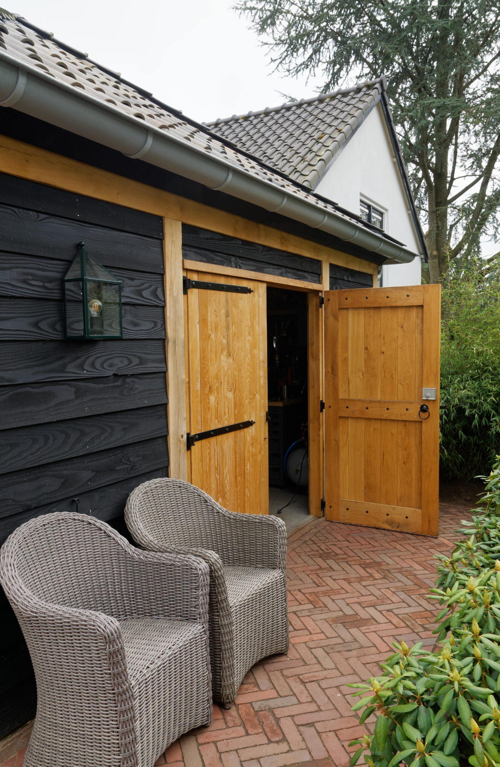 Eiken-bijgebouw-2-scaled - Project Laren: Houten schuur met sauna en tuinkamer