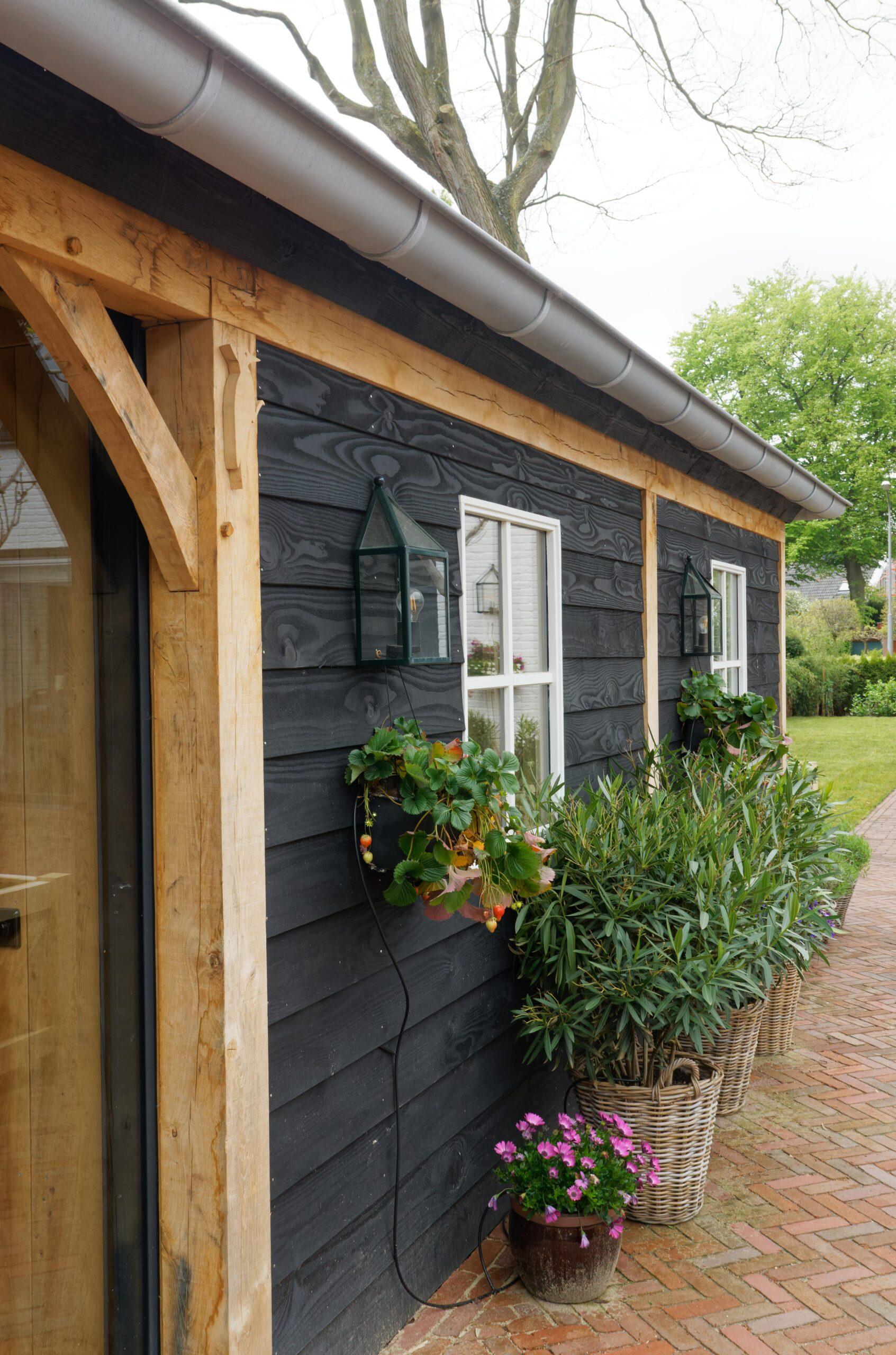 Eiken-bijgebouw-4-scaled - Project Laren: Houten schuur met sauna en tuinkamer