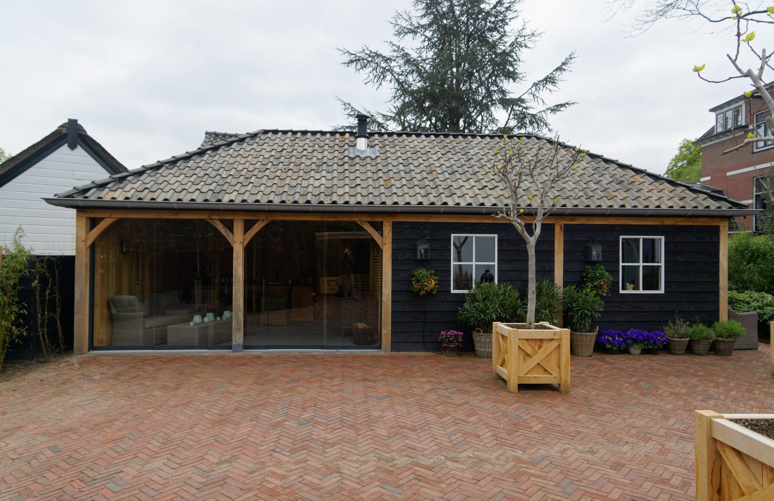Eiken-bijgebouw-6-scaled - Project Laren: Houten schuur met sauna en tuinkamer