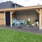 Houten tuinhuis met carport en tuinkamer